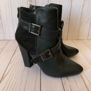 JUSTFAB Luma ankle boot, size 8, black, buckles